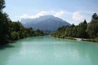 Die Welt besteht eben aus Bergen, Tälern und Flüssen